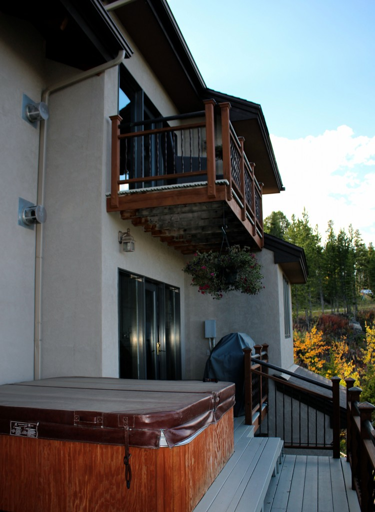How i ended up in a 5 bedroom mansion in breckenridge with for Balcony hot tub