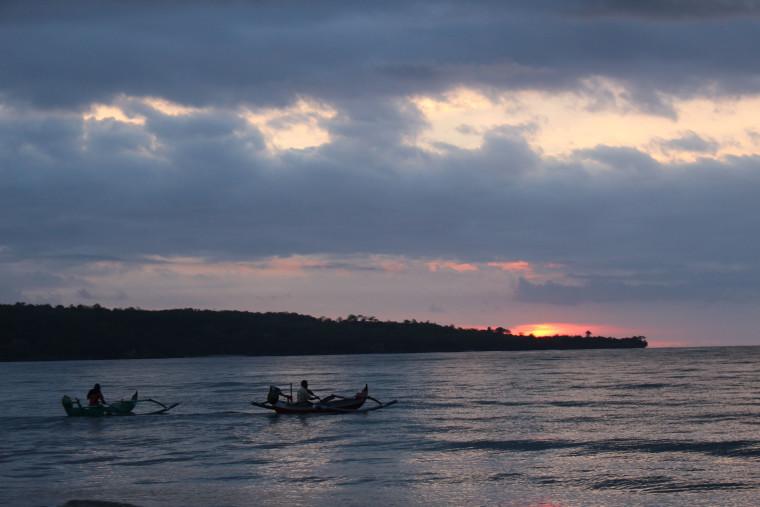 beach-bali-sunset-boats